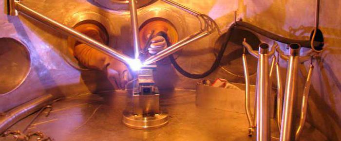 Деталь проходит контроль качества рентгеновским инструментом